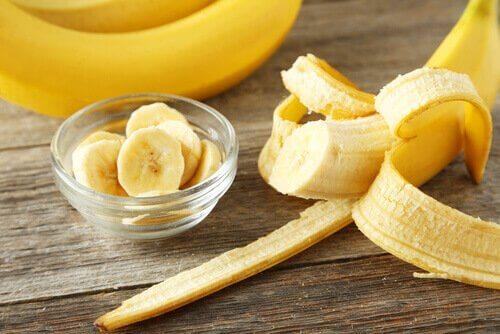 маски для блиску волосся з бананами