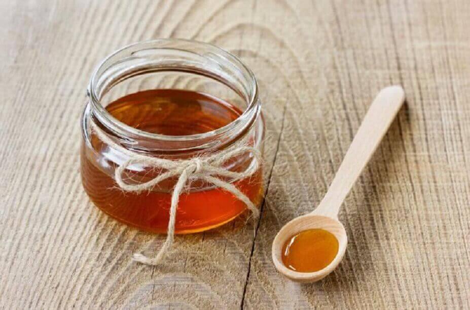 маски для обличчя з меду та кави