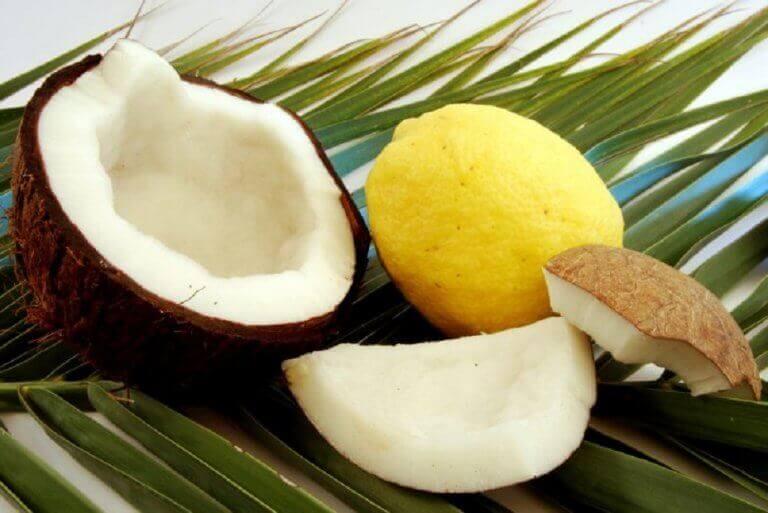 кокосова олія та лимонний сік