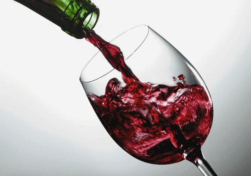 вино впливає на вигляд обличчя