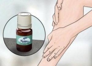 Ефірна олія лаванди для догляду за шкірою та домівкою