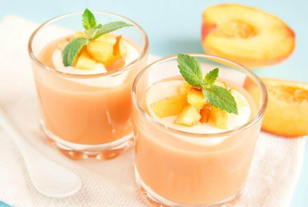 персикове смузі для сніданку