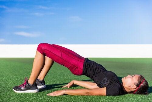 вправи на стегна для пружного живота