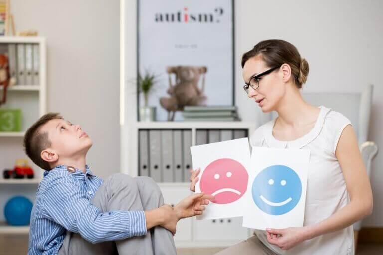 симптоми синдрому Аспергера