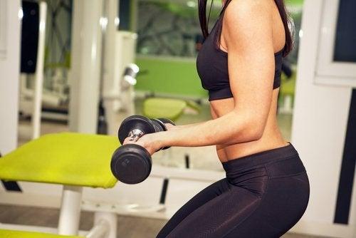 Що важливіше на тренуванні: більша вага чи більше підходів?