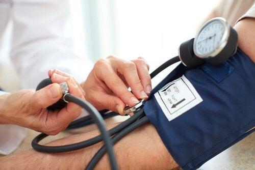замір кров'яного тиску