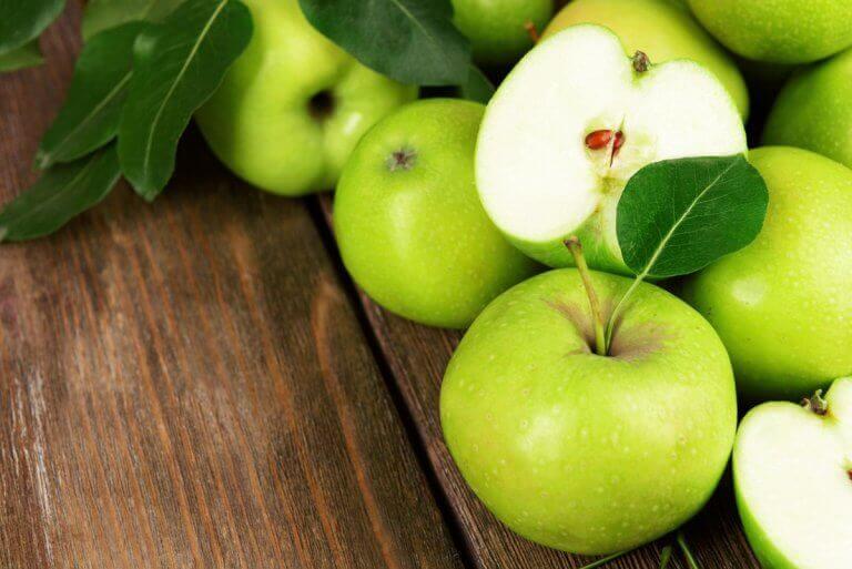 прості салати на основі яблук