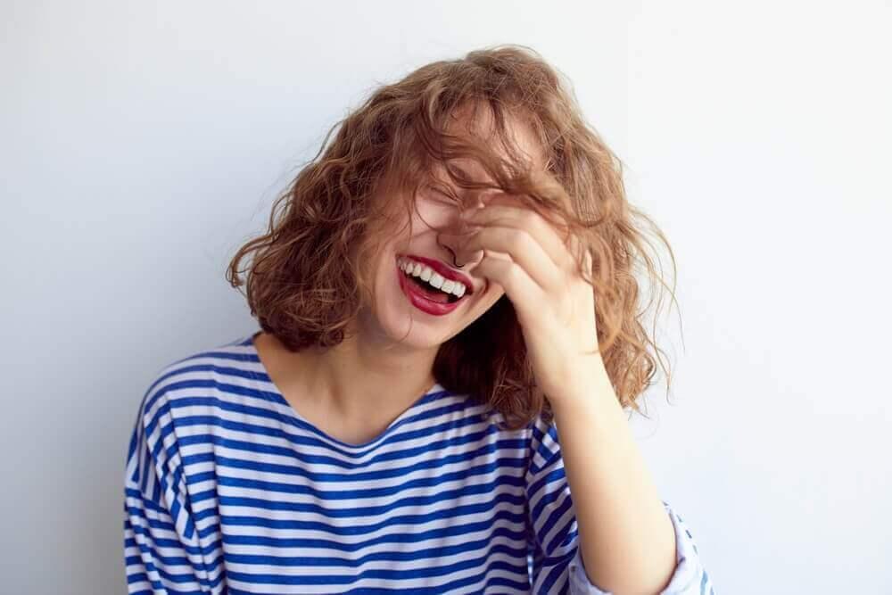 сміх, щоб контролювати тривогу