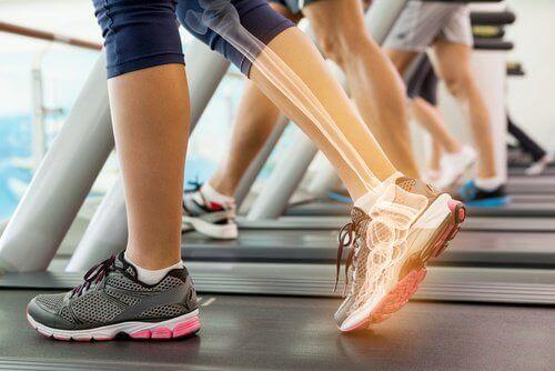 піші прогулянки для зміцнення кісток