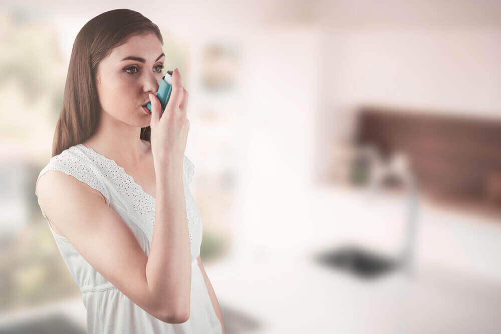 Навчіться контролювати та усувати симптоми астми