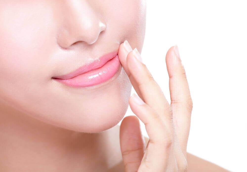 як уникнути тріскання губ