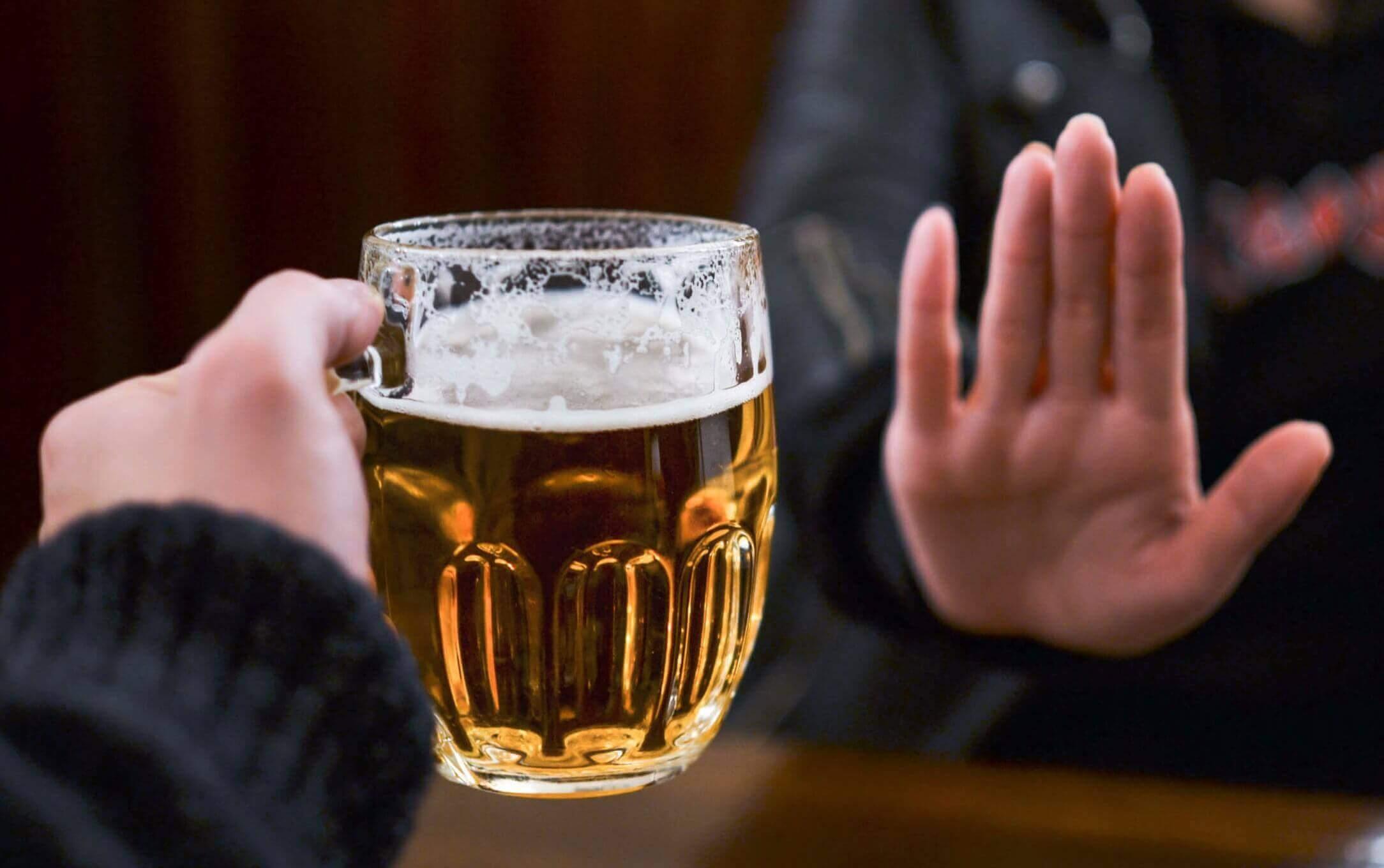 алкоголь впливає на колір калу