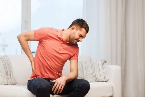 6 причин, чому виникає біль в спині