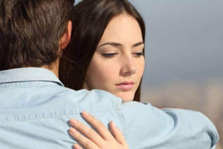 Ви залишаєтеся в стосунках через провину, страх чи жаль?
