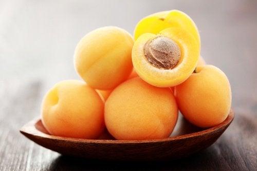 для схуднення замініть абрикоси на полуниці