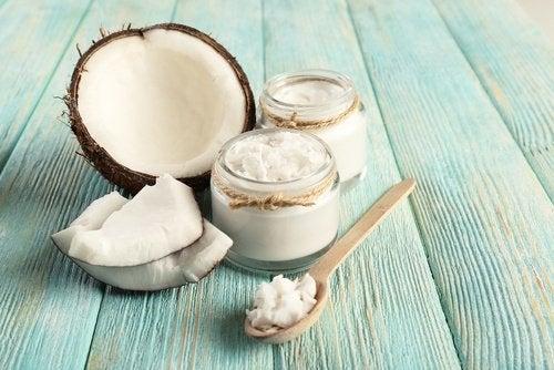 кокосова олія проти зубного нальоту