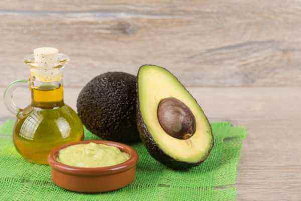 насіння авокадо і мигдальна олія