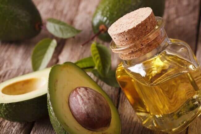 насіння авокадо та оливкова олія