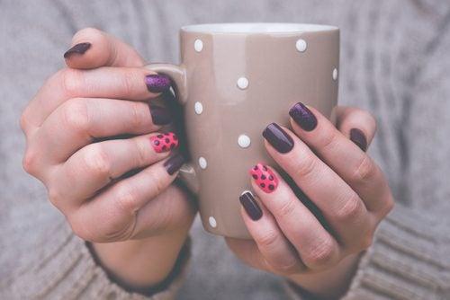 як гарно прикрасити нігті