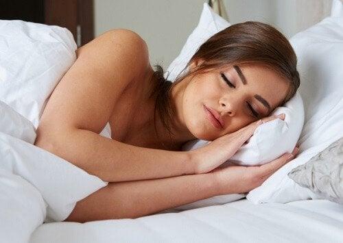 сон, щоб мати гладку і здорову шкіру