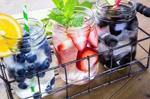 додайте до води фрукти