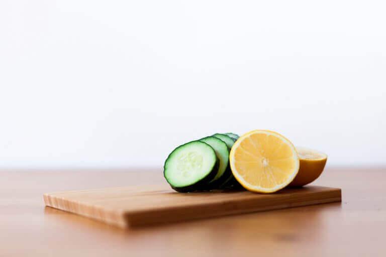 маски для омолодження з огірком та лимоном
