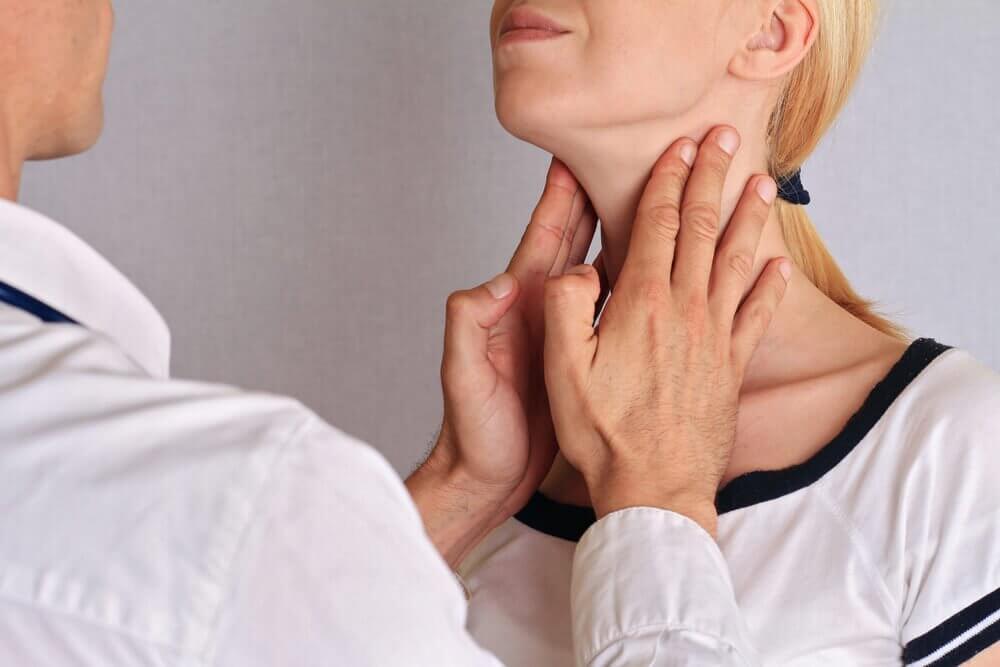 масаж щитоподібної залози