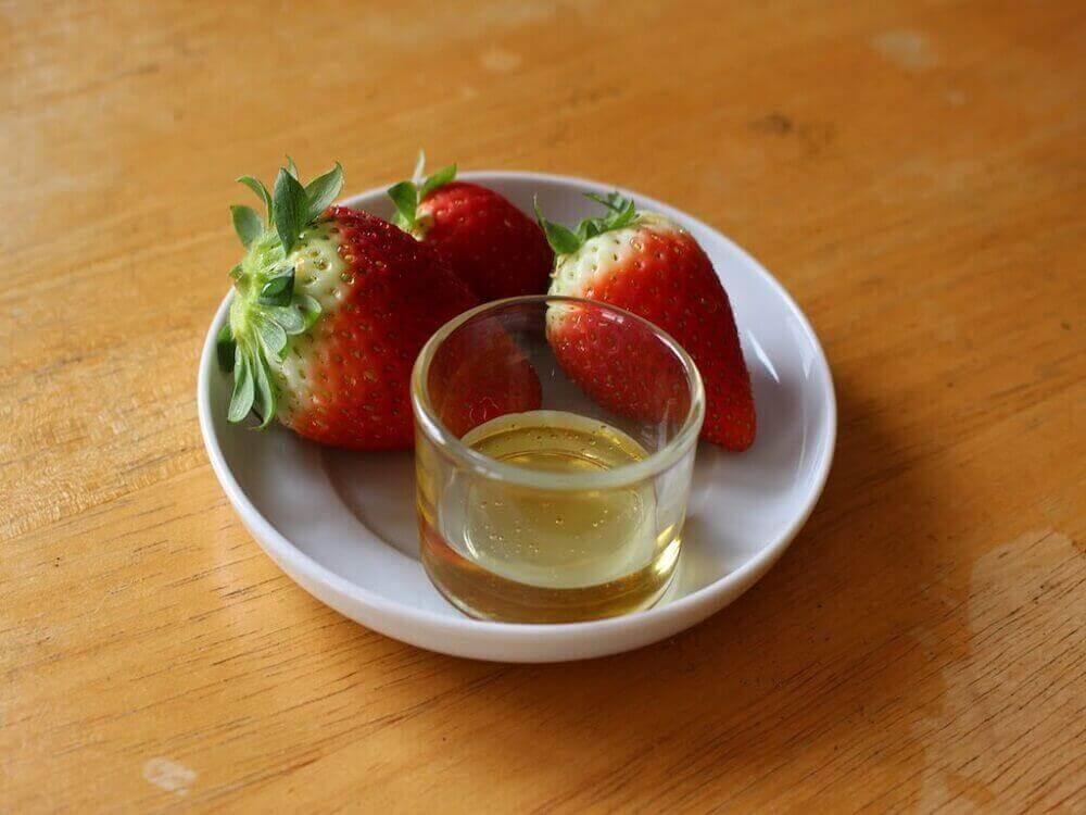 засіб з оливкової олії та полуниці