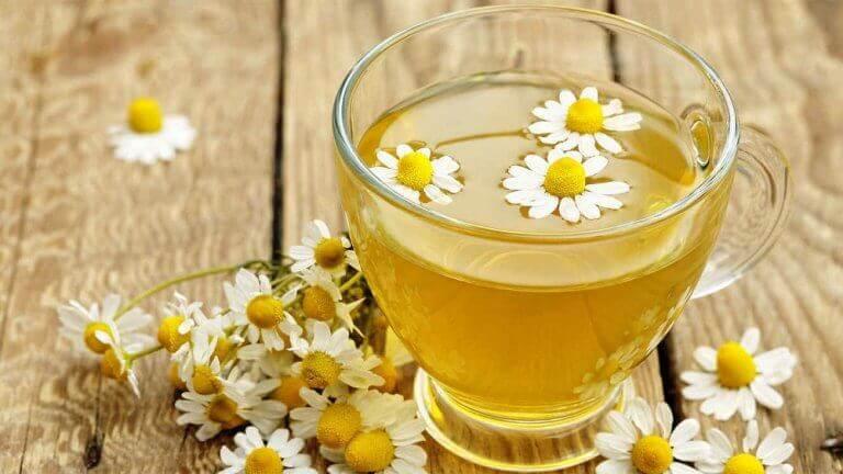 чай з ромашки для очищення печінки