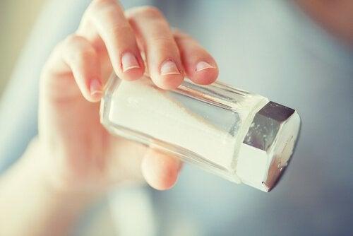 сіль викликає катаракту