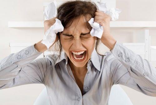 жінка переживає великий стрес
