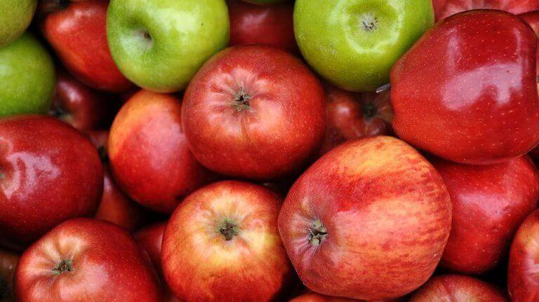 корисний яблучний пиріг