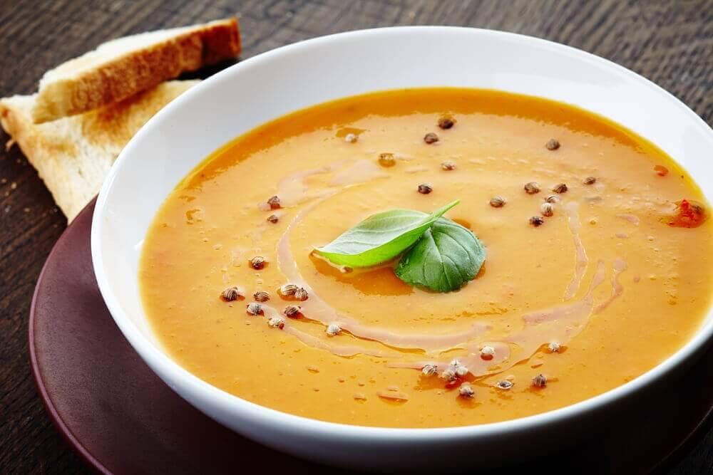 крем-суп з овочів та гороху на вечерю