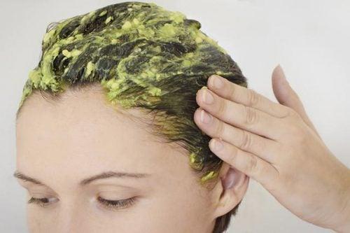 натуральні засоби для зволоження волосся з авокадо