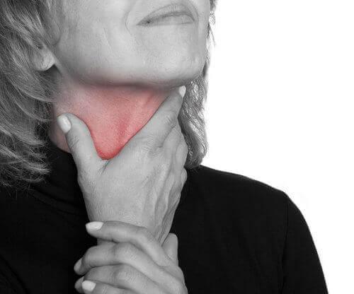 Тривалий біль у горлі може попереджати про рак