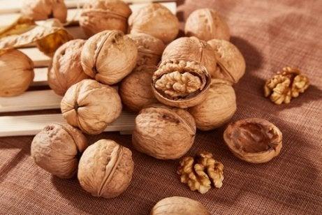 як можна споживати волоські горіхи