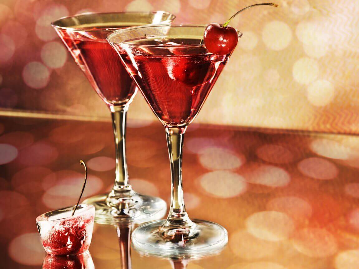 алкоголь у бокалі
