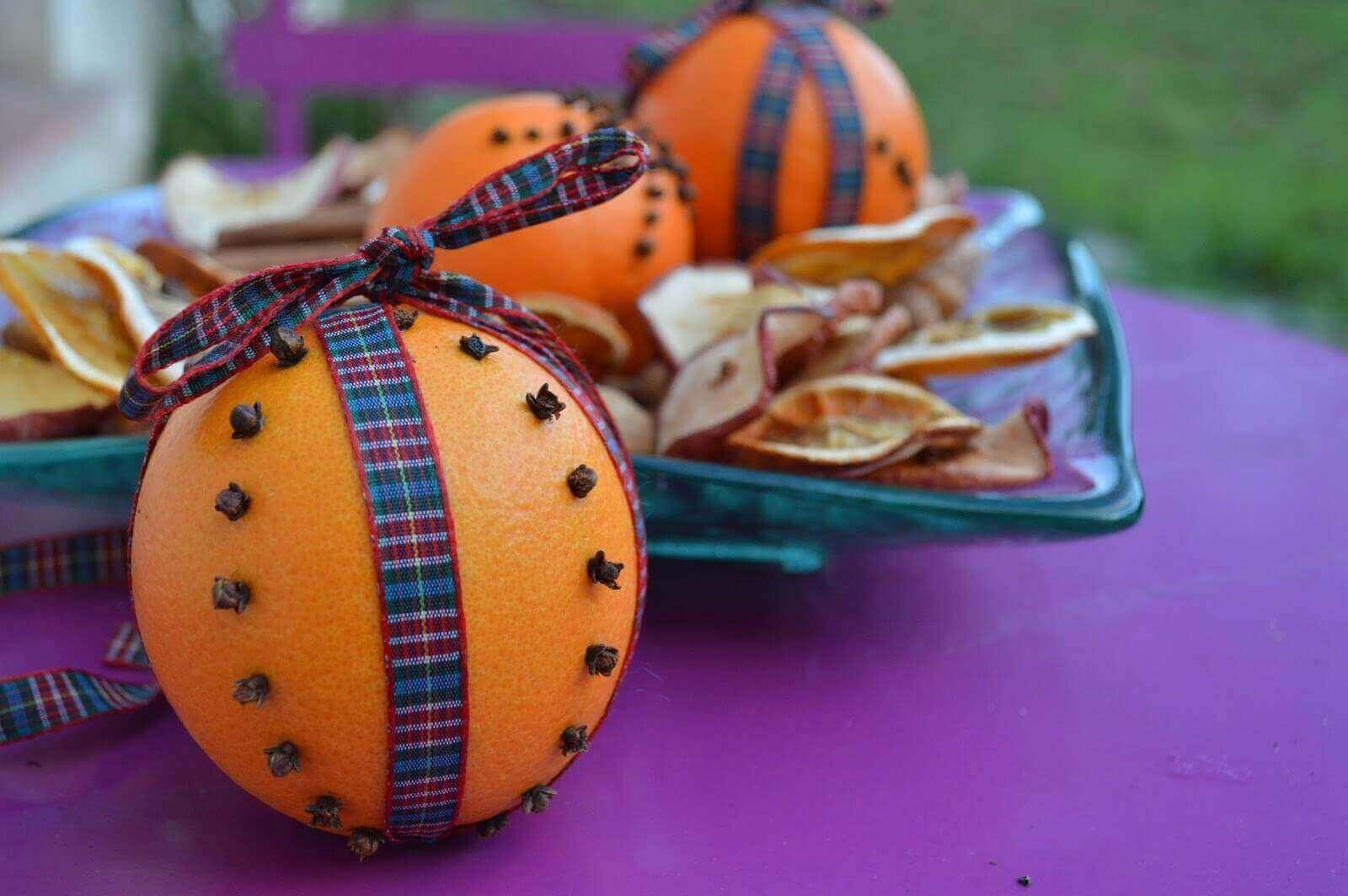 освіжувач з ароматом гвоздики та апельсину