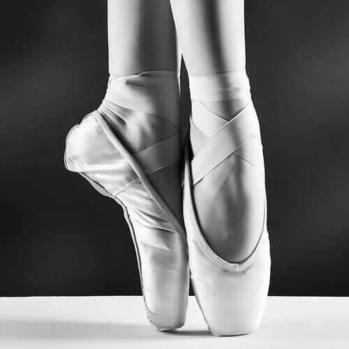 ґулі на ногах у танцюристів балету