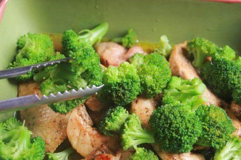 приготування броколі з куркою