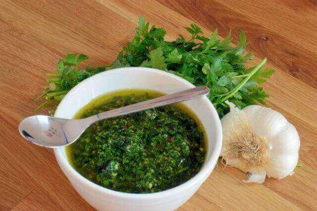 Як зробити власний домашній соус чімічурі
