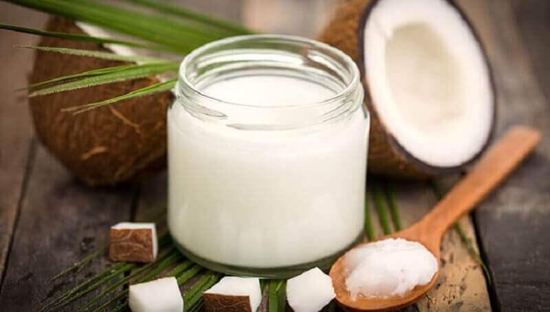 кокосова олія та камфора
