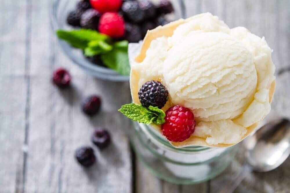 Низькокалорійне ванільне морозиво