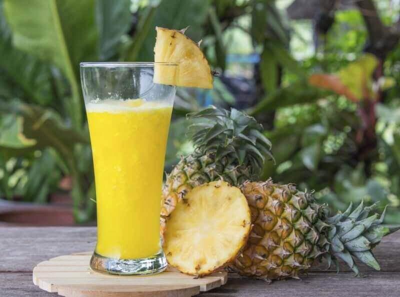 Дізнайтеся більше про користь ананасової води