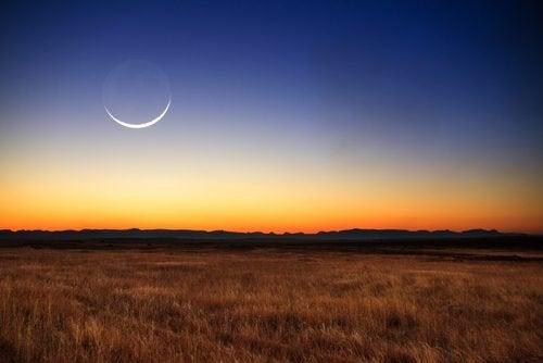 новий місяць впливає на поведінку людини