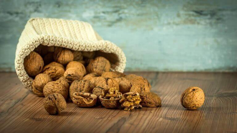 Переваги волоських горіхів для живота
