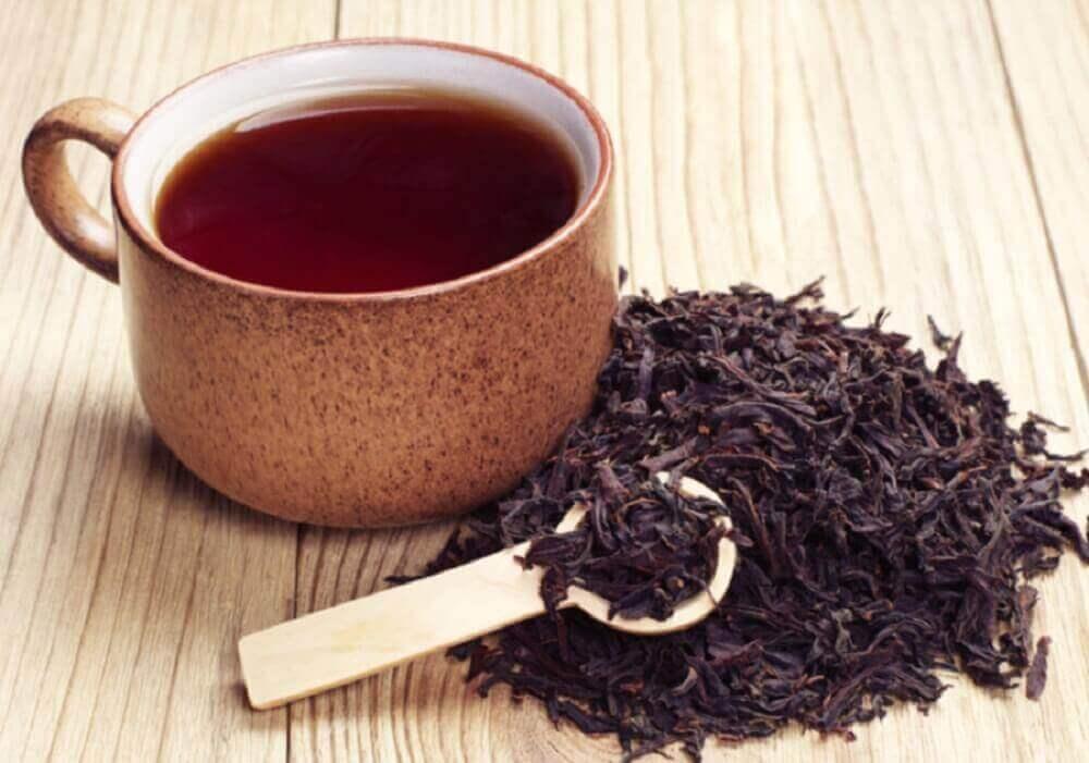 чорний чай у боротьбі з врослим волоссям