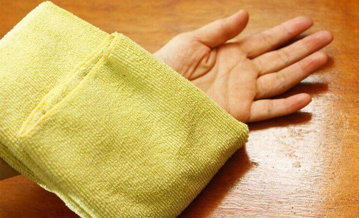 теплий компрес полегшує видалення врослого волосся