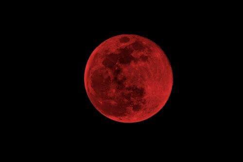 кривавий місяць та вплив цієї фази місяця