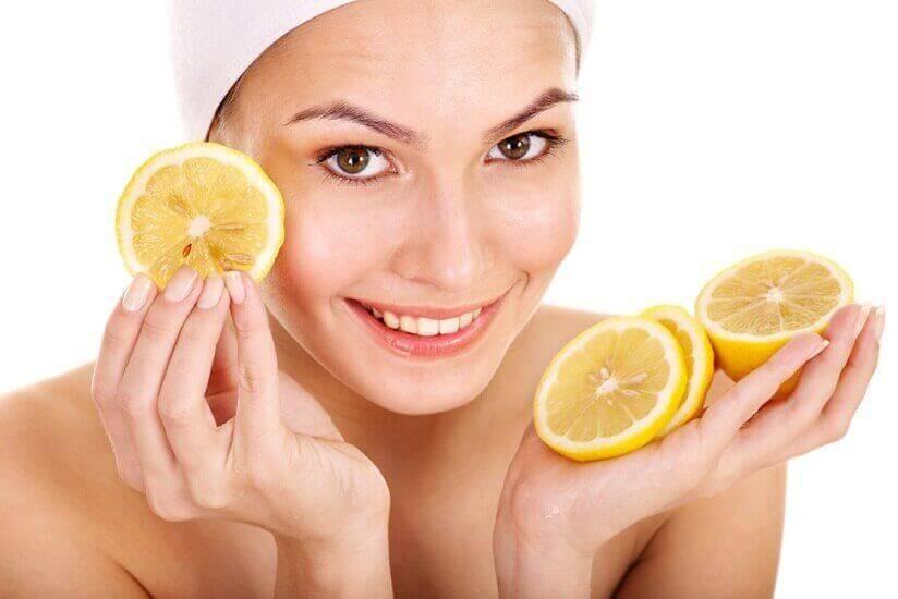 використання лимонів для боротьби з акне